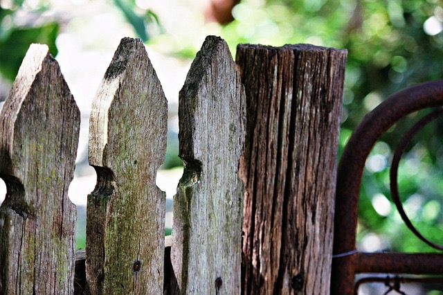 aaafencemaster.com - old wood fence 3
